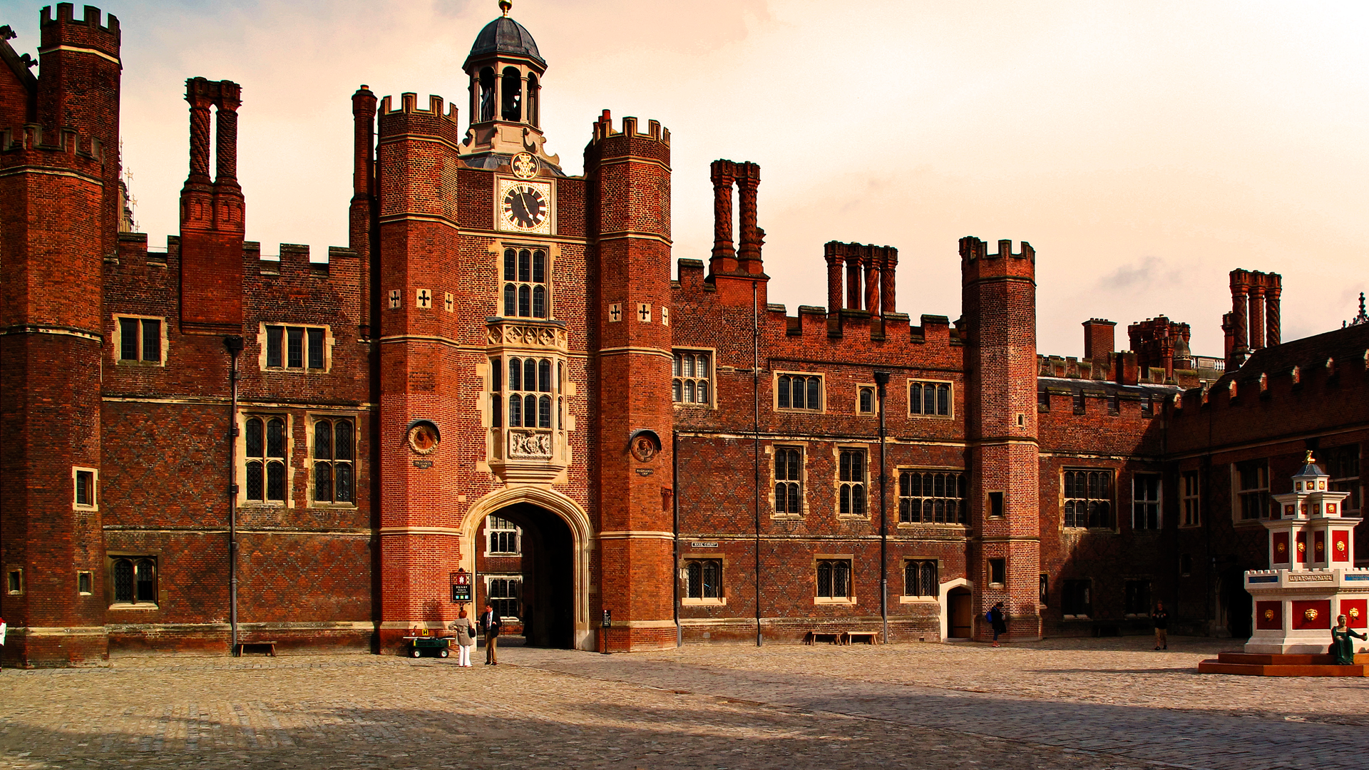 Hampton Court Palace: 500 years